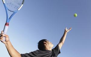 Обучение крученой и резаной подачам в теннисе